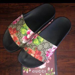 Gucci Bloom Slides size: 38 euro 8 US